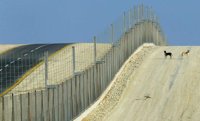 https://kosmodromio.gr/wp-content/uploads/2021/04/border-walls.jpg