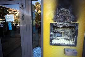 Εμπρηστικές επιθέσεις σε ΑΤΜ δύο τραπεζών - ΤΑ ΝΕΑ